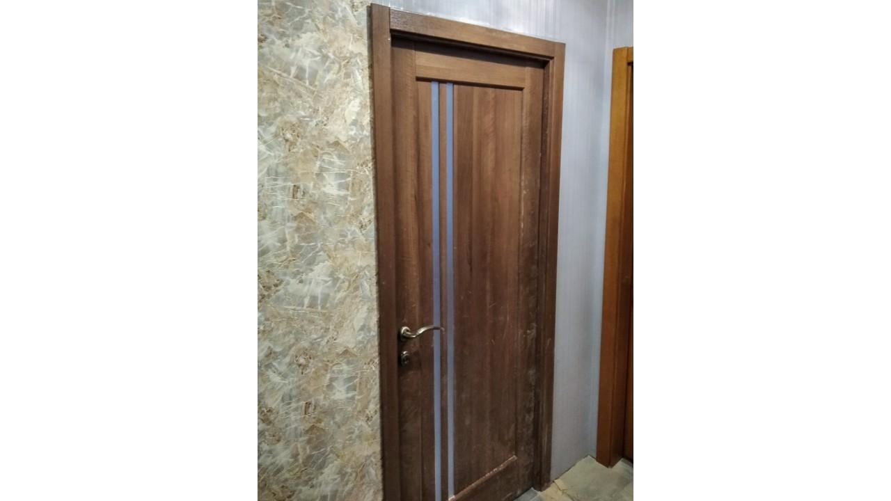 Деревянные двери для простых интерьеров